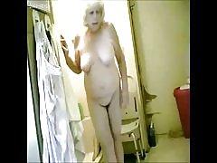 puiku, puikus! šnipinėjimo mano Karštos Senelės vonios kambarys