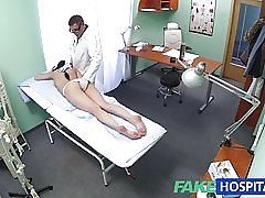 Fakehospital sexy pacientas mėgsta jį iš paskos su ja nauja